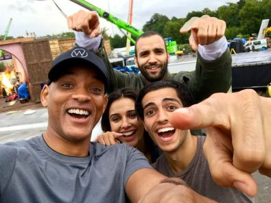 Will Smith, Mena Massaoud, Naomi Scott y Marwan Kenzar en el set de rodaje