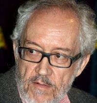 Emilio Martínez Lázaro -director-